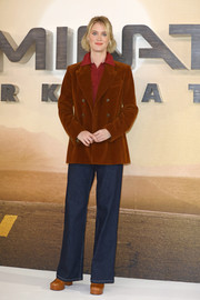 Mackenzie Davis kept it casual in a pair of bootcut jeans at the 'Terminator: Dark Fate' photocall in London.