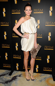 Shantel looked killer in her off-the-shoulder dress, but we're more interested in her lace-up platform heels. Awesome!