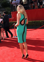 Rachel Nichols channeled the '80s at the ESPY awards in a fantastic neon mint cocktail dress with a dramatic back design. The dress featured a black strip of shining faux python that wrapped over her shoulder and around the keyhole of her dress. We love this stand-out style!