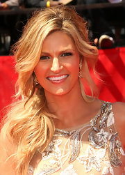 Erin Andrews accessorized her sequined frock with a pair of dangling diamond earrings and golden waves.