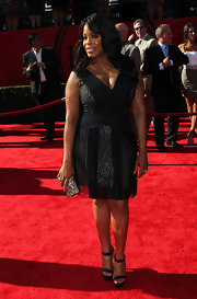 Niecy Nash stepped it up at the ESPYS in black platform sandals and a v-neck LBD.