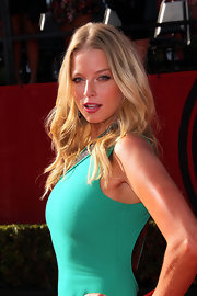 Actress Rachel Nichols perfected the bombshell look at the ESPY Awards in a sexy Versace dress that she finished off with loose waves.