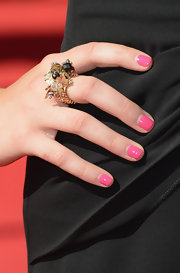 Jessica showed off her girly side with bright pink nail polish.