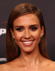 Jessica Alba sported a simple side-parted hairstyle when she attended the ESPYs.