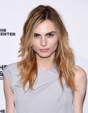 Andreja Pejic wore her hair in edgy wavy layers during the 2015 Center Dinner.