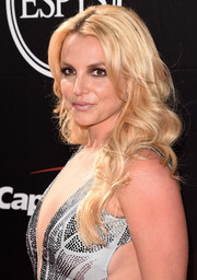 Britney Spears looked quite the bombshell with her long blonde curls and low-cut dress during the ESPYs.
