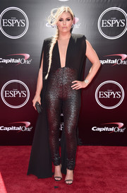 Lindsey Vonn looked va-va-voom at the 2016 ESPYs in a plunging, bold-shouldered jumpsuit with sparkly pants and a watteau train.