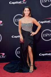 Aly Raisman got glam in a strapless gown with an embellished bodice and a flowing train for the 2017 ESPYs.