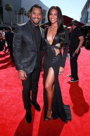 Ciara sealed off her outfit with black ankle-strap sandals.