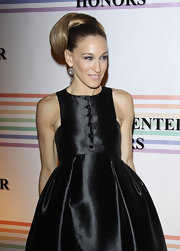 Sarah Jessica Parker wore her hair in a stylish 60s-inspired 'do featuring lots of volume at the 34th Kennedy Center Honors.
