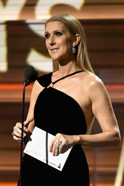 Celine Dion dazzled us with her statement ring while speaking onstage at the 2017 Grammys.