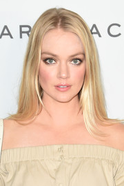 Lindsay Ellingson wore her hair down in a simple straight style at the New York premiere of 'The Beguiled.'