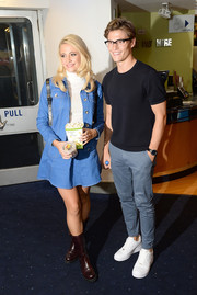 Pixie Lott completed her '60s-chic attire with a pair of burgundy mid-calf boots.