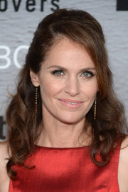 Amy Brenneman went for a retro feel with this teased half-up 'do during the premiere of 'The Leftovers.'