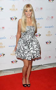 Mollie keeps her floral strapless dress current in graphic black and white.