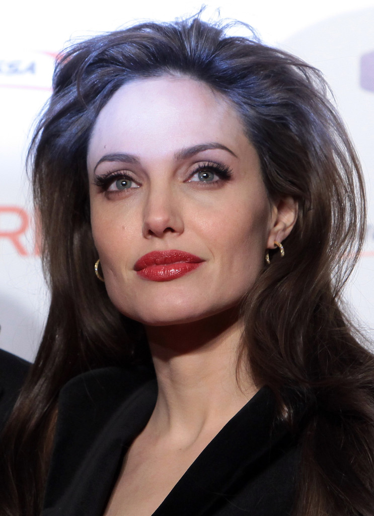 Angelina Jolie S Dusty Rose Red Lipstick How To Choose