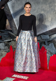 Natalie Portman cleverly paired a long metallic skirt with a black sweater, both by Dior, for the 'Thor: The Dark World' premiere in London.