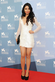 Lovi Poe looked saucy on the red carpet wearing this white sequined V-neck dress with sheer mesh sleeves.