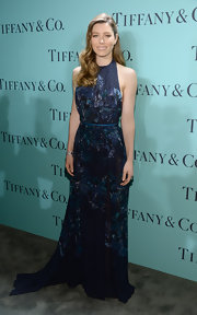 Jessica looked nothing less than stunning in a floral print dress with sheer paneling and a belted waist.
