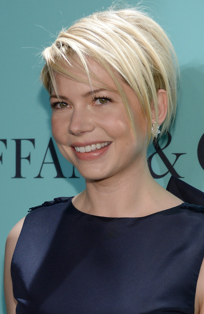 More Pics Of Michelle Williams Layered Razor Cut 4 Of 18