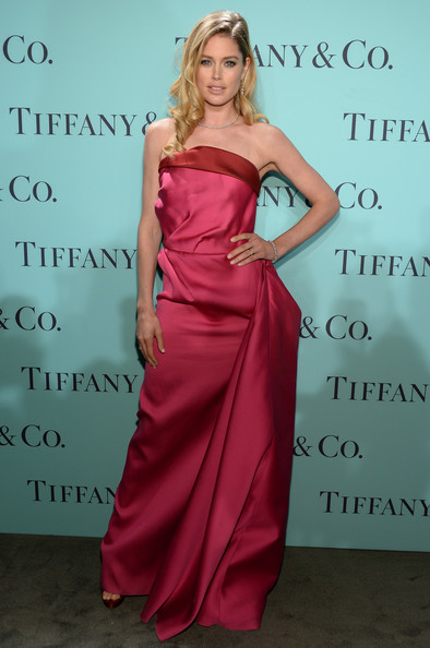 http://www2.pictures.stylebistro.com/gi/Tiffany+Co+Celebrates+Blue+Book+Ball+Rockefeller+4NVyViaCL5Sl.jpg