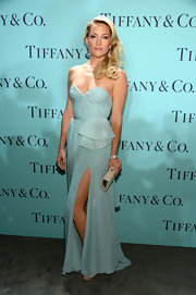 Kate Hudson's strapless Tiffany blue gown looked simply elegant on the blonde beauty.