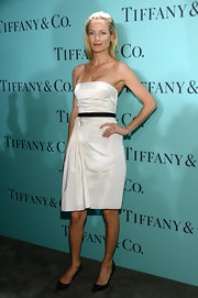 Carolyn Murphy showed off her perfectly toned arms with this white satin strapless dress.