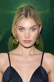 Elsa Hosk styled her hair into a loose ponytail with an off-center part for the Times Square Edition premiere.