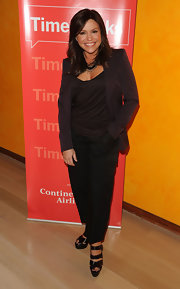 Rachael Ray sports a shoulder length, layered hair cut with side-swept bangs.