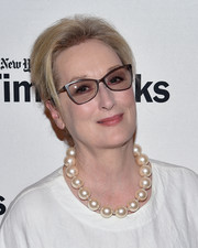 Meryl Streep glammed up her look with extra-large pearls.