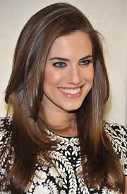 Allison Williams' long layers framed the actress' face and lightened up her look at the Project Angel Food event in Beverly Hills.
