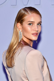 Rosie Huntington-Whiteley opted for a simple straight hairstyle when she attended the Tom Ford fashion show.