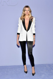 Jessica Hart was sexy yet smart in a white Tom Ford blazer with contrast lapels and cuffs, which she wore sans shirt, during the label's Fall 2018 show.