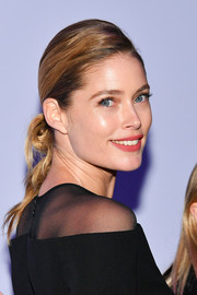 Doutzen Kroes sported a knotted ponytail at the Tom Ford fashion show.