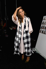 Sarah Jessica Parker teamed a sleeveless checkered coat with a pale pink dress for the Tome fashion show.
