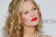 Toni Garrn Curled Out Bob