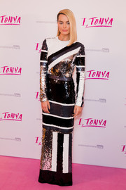 Margot Robbie was a knockout in a graphic sequin gown by Louis Vuitton at the UK premiere of 'I, Tonya.'