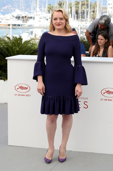 Elisabeth Moss completed her cute outfit with a pair of purple suede pumps.