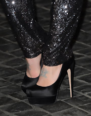 Kelly Osbroune's classic black platform pumps were simple but still daring with their height.