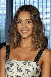 Jessica Alba wore her tresses down to her shoulders with messy-chic waves during the Tory Burch fashion show.