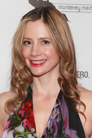 Mira Sorvino's corkscrew curls gave her an aura of romance.