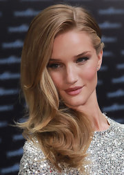 Rosie Huntington-Whiteley pouted her voluptuous pink lips at a 'Transformers 3' premiere—watch out Angelina Jolie!