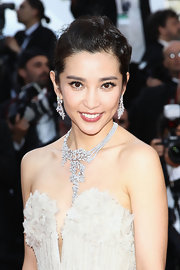 Li paired her sparkling necklace with matching dangle earrings that suited her classic updo perfectly.