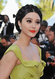 Fan Bingbing lit up the carpet with mandarin orange lips in a matte texture. She completed her look with flirty lashes that really made her eyes pop.