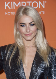 Julianne Hough showed off a perfectly chic layered cut at the 2017 TrevorLIVE LA Gala.
