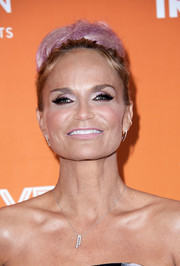 Kristin Chenoweth looked playfully retro with this voluminous pink bun at the 2017 TrevorLIVE LA Gala.