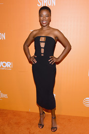 Samira Wiley complemented her dress with black skinny-strap sandals.
