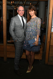 Helena Christensen finished off her look with a blue foldover leather clutch.