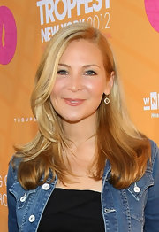 Jennifer Westfeldt wore her hair in feathered waves with a deep side part at the 2012 Tropfest New York.