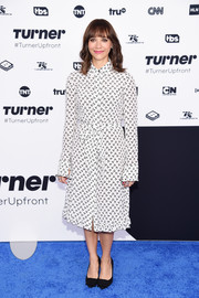 Rashida Jones covered up in a long-sleeve print shirtdress for the 2017 Turner Upfront.